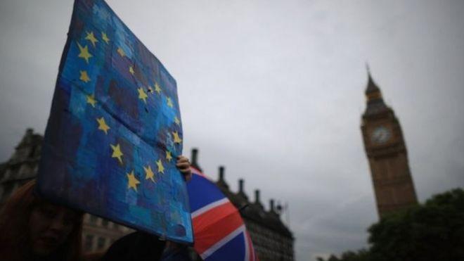 Tambalea la Unión Europea - Página 4 _90193211__90163736_033779894-1