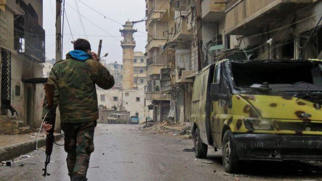 Doğu Halep'teki bir Suriye askeri
