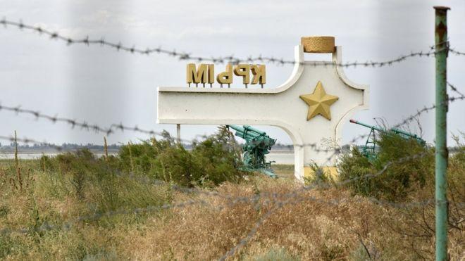 А чё там у хохлов в ответ на путинские провокации: Украина подтянула тяжелое вооружение к границе с Крымом