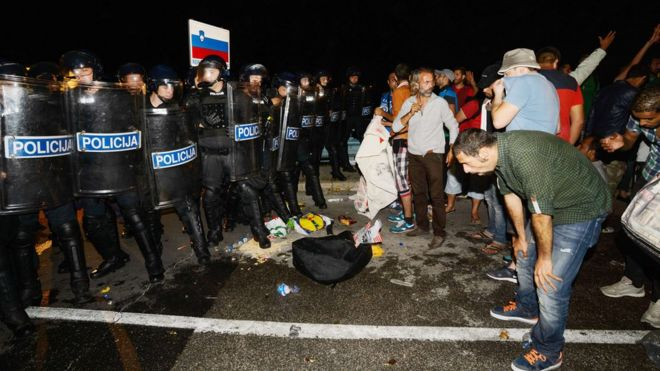 Pepper spray used against migrants on border at Harmica, Croatia