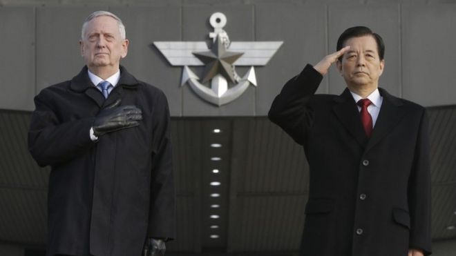 US defence secretary James Mattis and South Korean defence minister Han Min-koo in Seoul (3 Feb 2017)