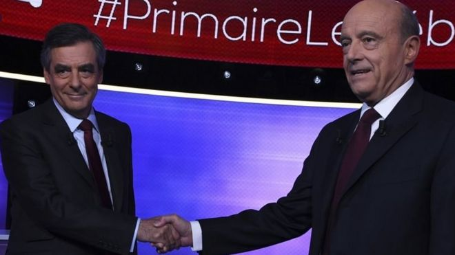 Francois Fillon (left) and Alain Juppe shake hands before their TV debate. Photo: 24 November 2016