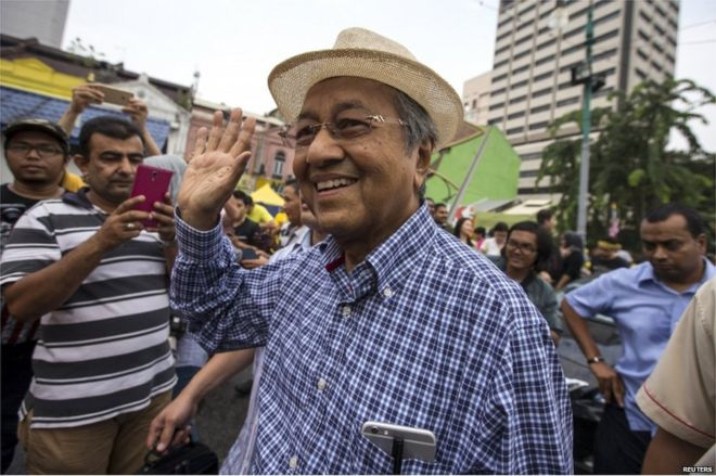 "Former Malaysian Prime Minister Mahathir Mohamad (C) waves as he attends a rally organised by pro-democracy group ""Bersih"" (Clean) near Central Market in Malaysia's capital city of Kuala Lumpur, 30 August 2015."