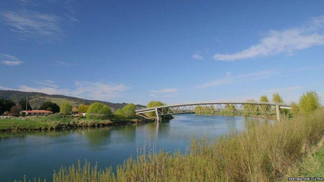 Ponte em rio