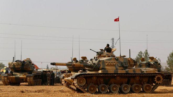 Turkish tanks on the Turkish-Syrian border