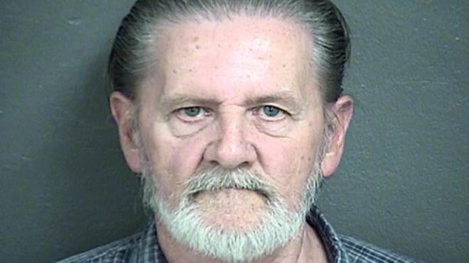 """Чоловік пограбував банк, щоб """"втекти від дружини"""" у в'язницю"""
