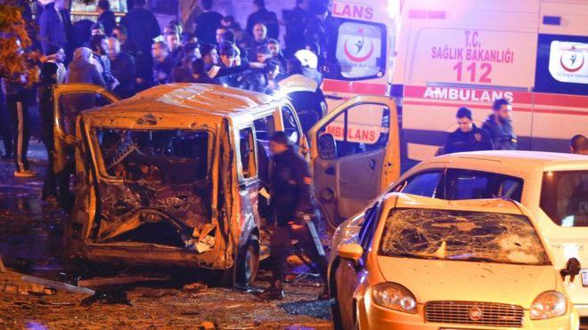 تركيا: 15 قتيلا وعشرات الجرحى في تفجيرين استهدفا قوات الأمن قرب استاد في اسطنبول