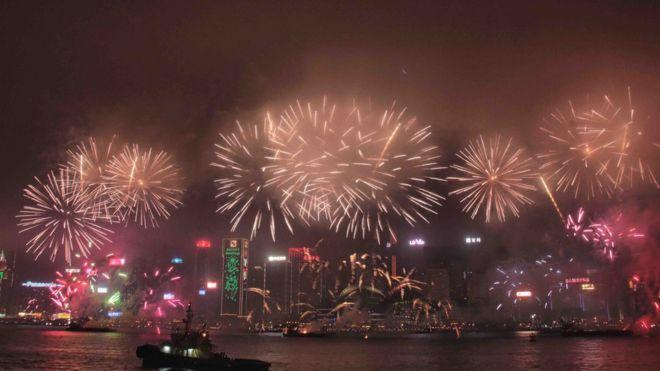 香港维多利亚港农历新年的焰火晚会
