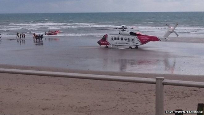 Aberdyfi RNLI lifeboat and HMCG Helicopter at Tywyn.