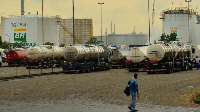 Caminhões da petrolífera em Paulínia