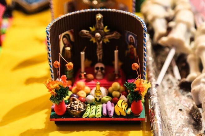 Uma oferta em miniatura feita de doces