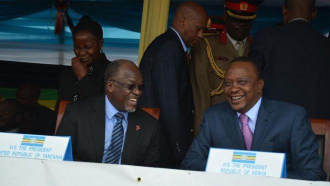 Rais Magufuli na Rais Kenyatta wakati wa mkutano wa Jumuiya ya Afrika Mashariki