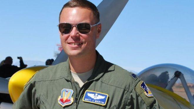 Trung tá Phi công máy bay không người lái Matt Martin