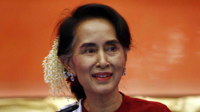 """""""Cientos de muertos, mujeres violadas, bebés lanzados a fogatas"""": ¿qué pasa en Birmania que 13 Premios Nobel criticaron duramente a la Nobel de la Paz Aung San Suu Kyi?"""