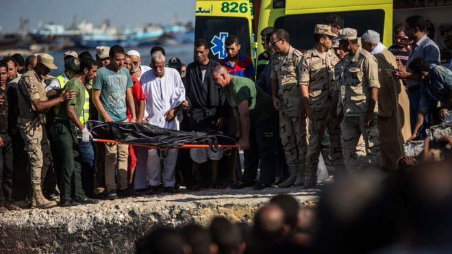 Egyptian coast guard and rescue workers bring ashore a body from a Europe-bound boat that capsized off Egypt's Mediterranean coast, in Rosetta, Egypt, Thursday, 22 September 2016.