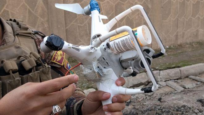 伊拉克惊现民用无人机挂土炸弹攻击武器