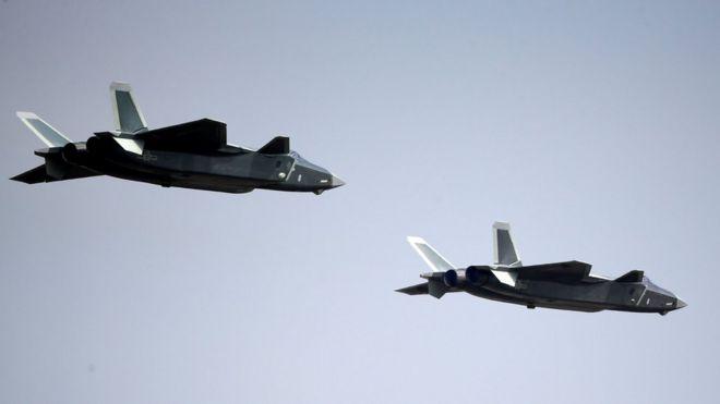 Dos jets J-20 jets en la feria aérea de Zhuhai