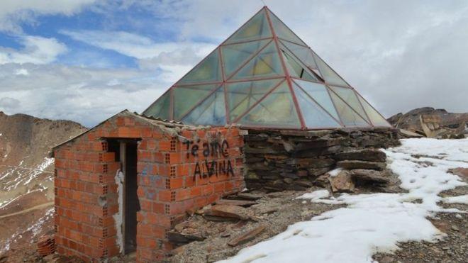 La estación de esquí del Chacaltaya en ruinas