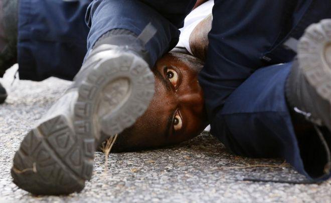 Mais de 100 pessoas foram presas na manifestação de sábado em Baton Rouge