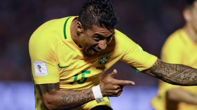 Paulinho celebrando.