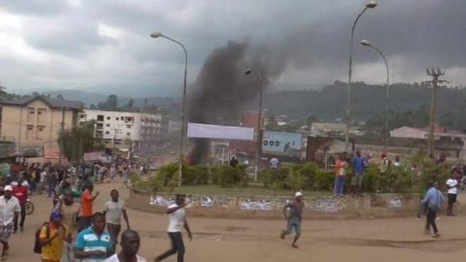 Une violente manifestation contre la domination du français sur l'anglais, mardi 22 novembre 2016, à Bamenda