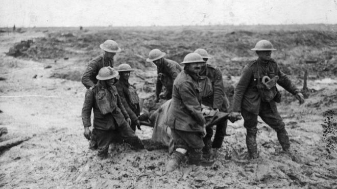 Soldiers in the mud at the battle of Passchendaele
