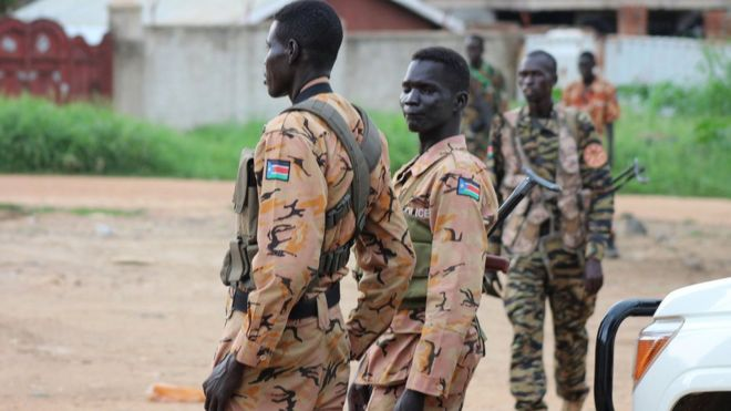 South Sudan police and soldier stand guard on Juba street - 10 July