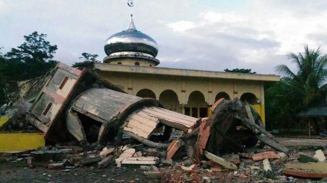 Nhiều đền thờ bị sập trong trận động đất