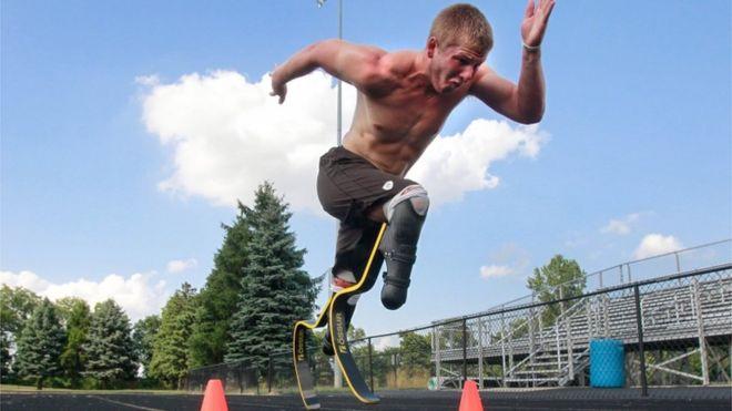 O corredor paralímpico A.J. Digby durante um treino nos Estados Unidos