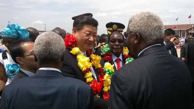 Mr Xi welcomed in Harare by Mr Mugabe
