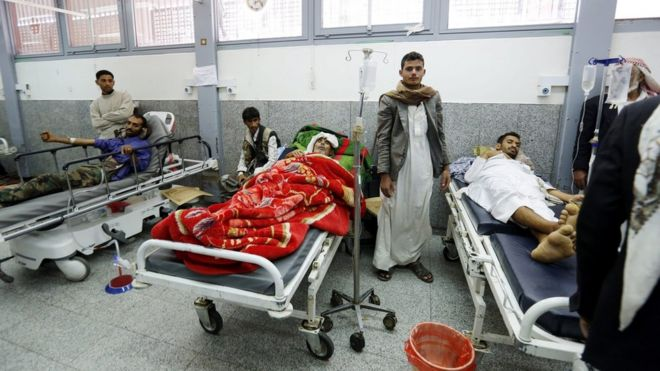 Yemenis lie on hospital beds in Sanaa after a Saudi-led coalition air strike on a funeral hall (10 October 2016)