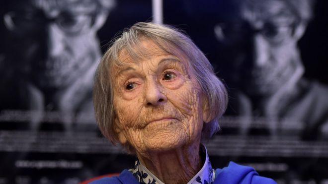 Пані Помсел розповіла про своє життя лише у 2011 році