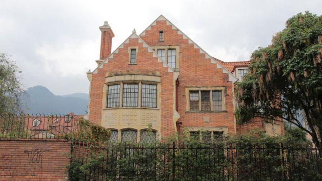 Una casa estilo inglés en el norte de Bogotá.