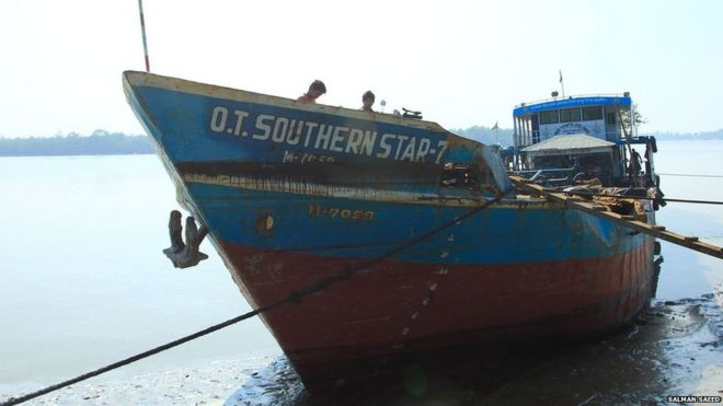 The damaged oil tanker