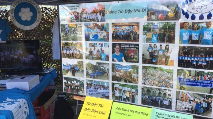 Gian hàng của Việt Tân trong hội chợ Tết Đinh Dậu ở San Jose