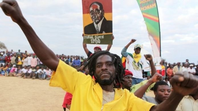 Zimbabwe shutdown: What is behind the protests? _90368443_1bff3486-b6a6-4082-aca4-8b626da85cc9