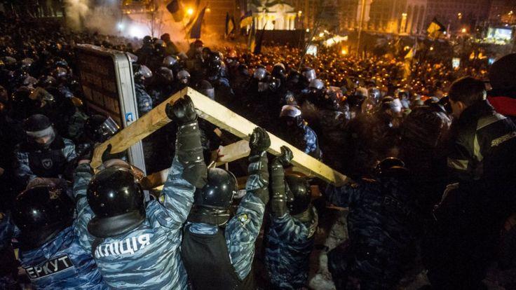 Сутички правоохоронців із протестувальниками