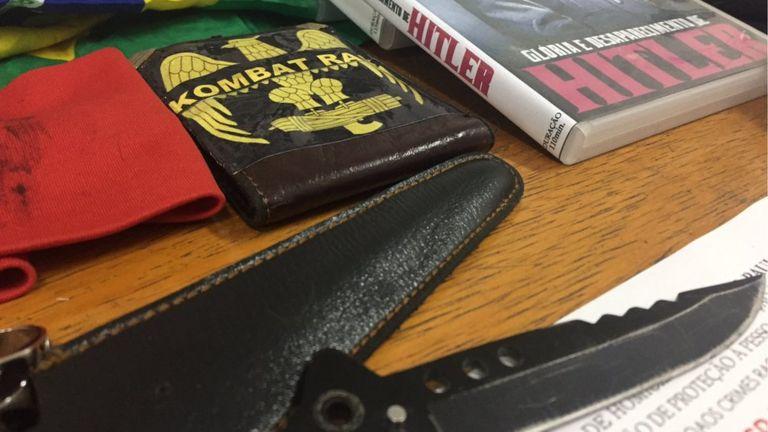 Material neonazista apreendido pela polícia