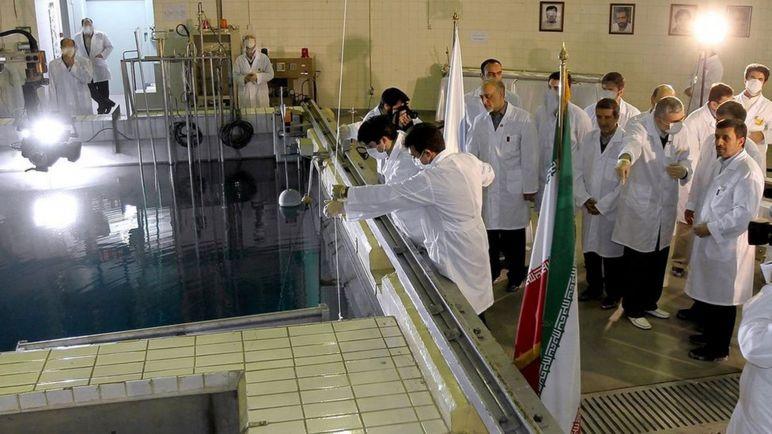 بازدید رئیس جمهوری وقت از تاسیسات هستهای تهران سال ٢٠١٢