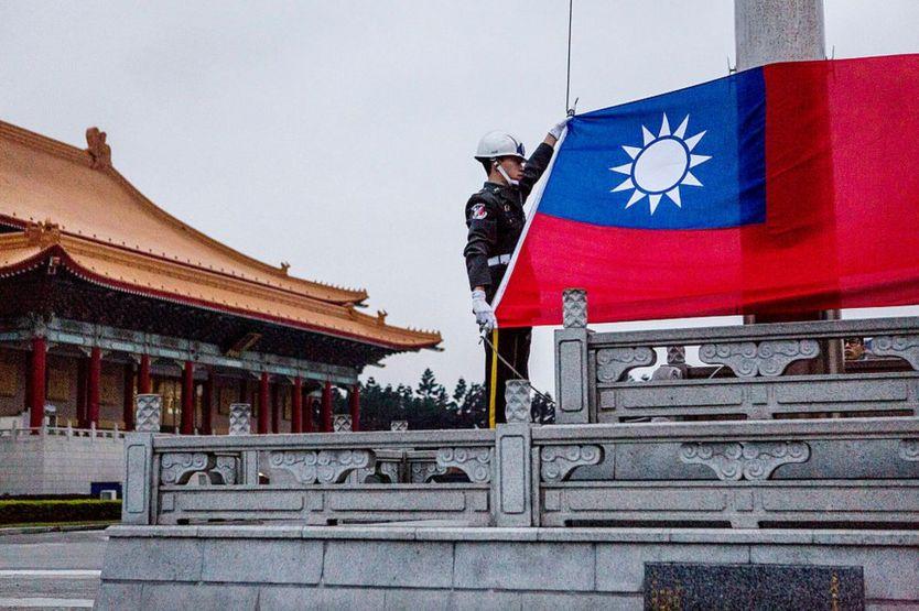Đài Loan tách khỏi Trung Hoa đại lục trong phần lớn thế kỷ 20 về chính trị