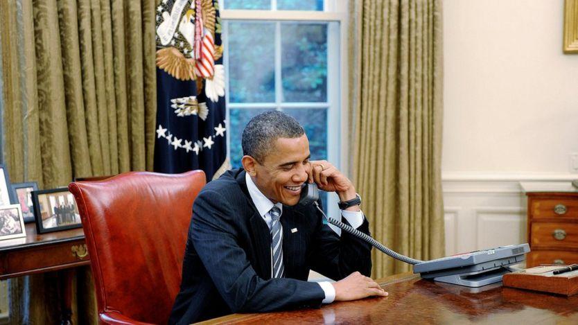 Tổng thống Mỹ Barack Obama nói chuyện trong Phòng Bầu Dục