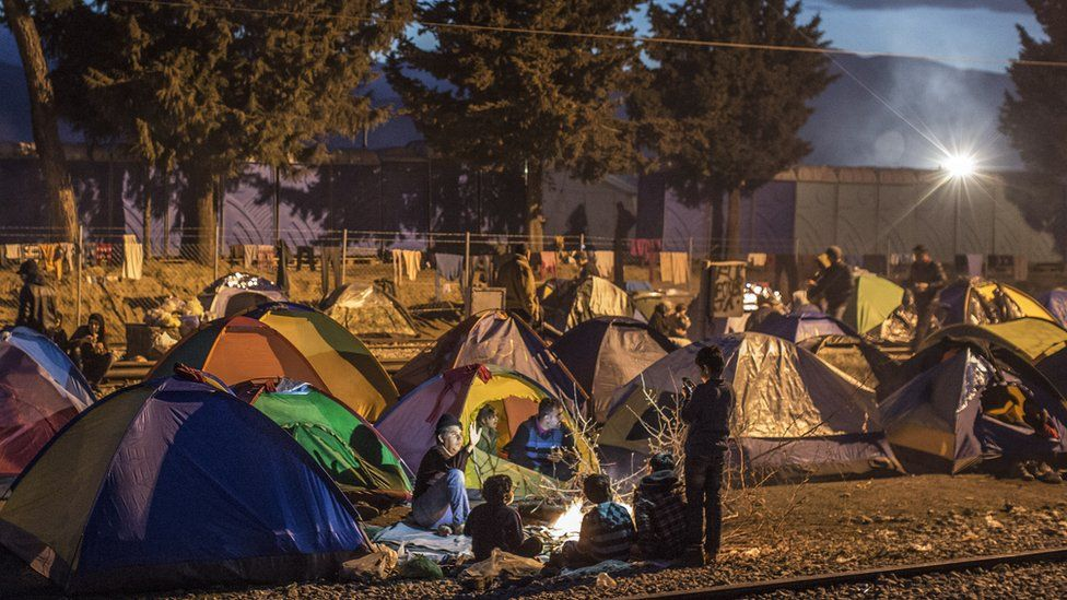 Families camp on rail tracks at the Idomeni refugee camp on the Greek-Macedonia border (06 March 2016)