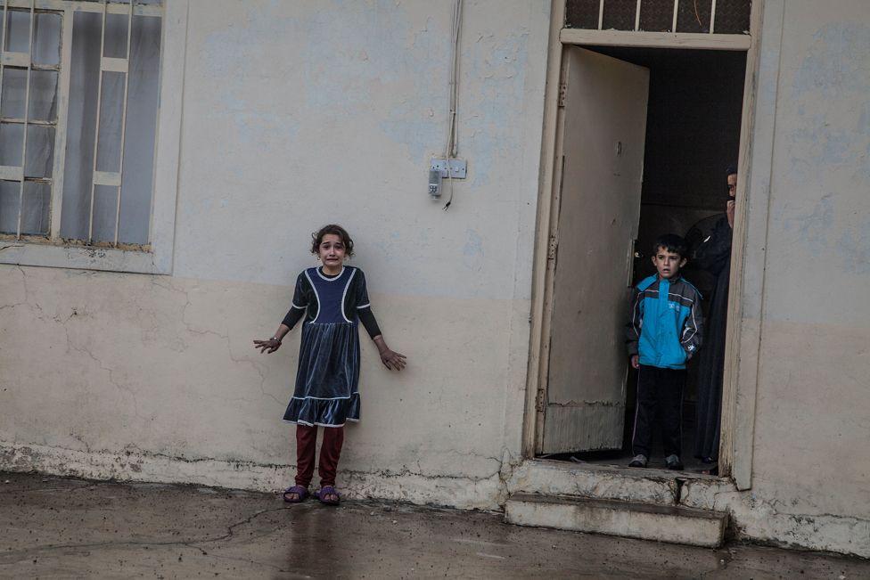 ực lượng Đặc biệt của Iraq lục soát nhà ở Gogjali, một huyện phía đông Mosul, để tìm trang thiết bị của ISIS hôm 02/11/2016.