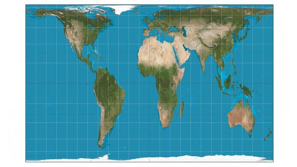 """Qué es la proyección Gall-Peters, el mapa que usan las escuelas públicas de Boston """"para terminar con más de 400 años de una visión colonialista"""" del mundo"""