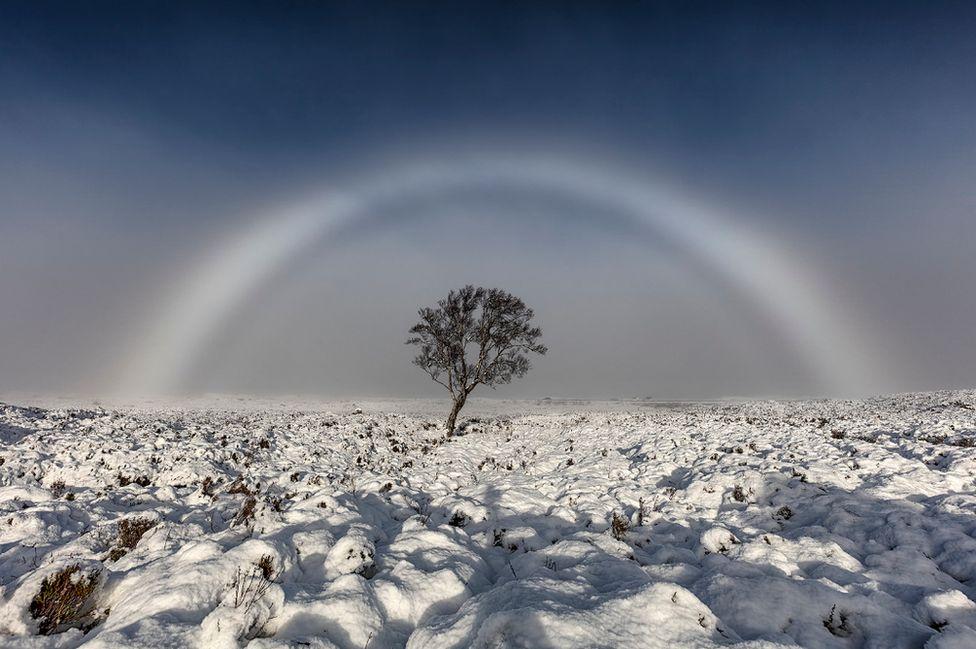 Arco de niebla sobre Rannoch Moor