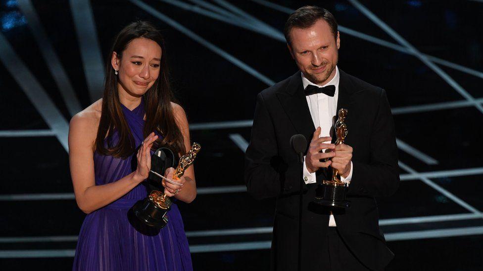 """Британська продюсерка Джоанна Натасеґара і британський режисер Орландо фон Айнзідель отримали """"Оскар"""" за найкращий документальний короткометражний фільм за стрічку """"Білі каски""""."""