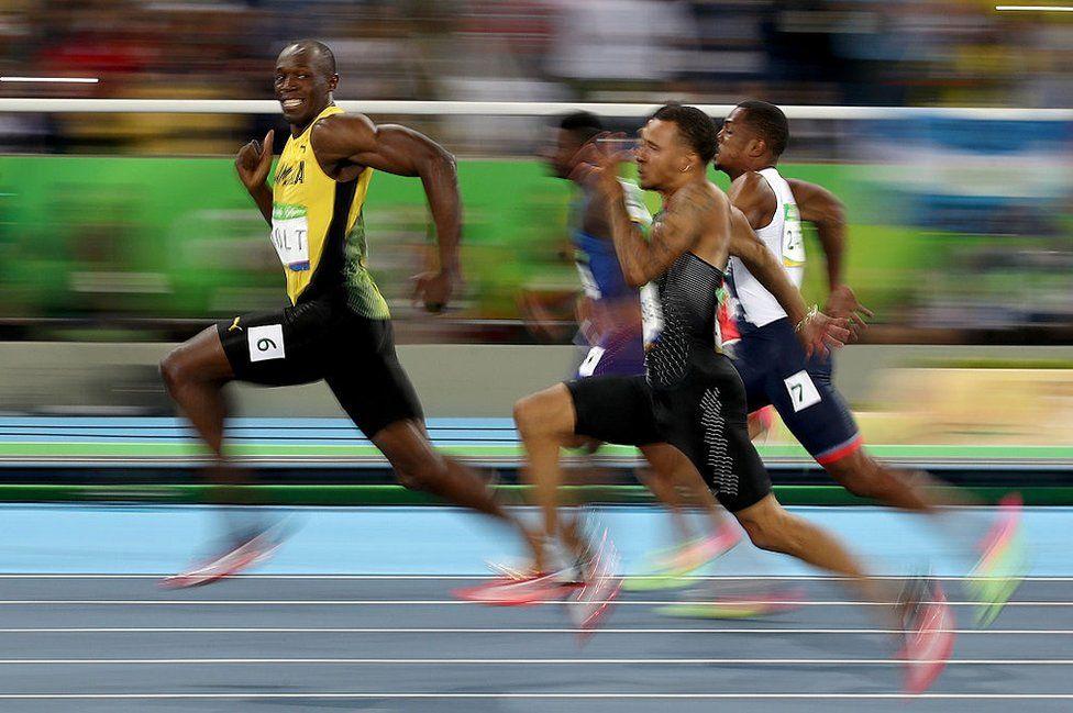 Usain Bolt durante la carrera semifinal de 100 metros en Rio de Janeiro, Brasil, el 14 de agosto de 2016.