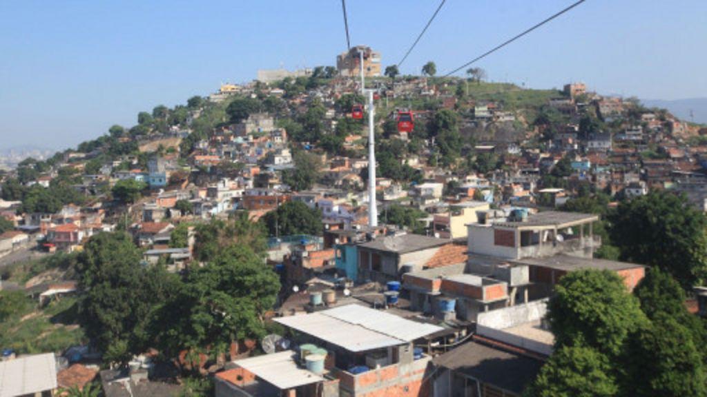 Criação de shopping em favela divide opiniões - BBC Brasil