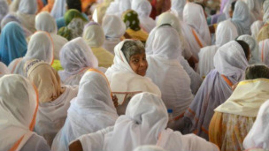 O mistério da cidade na Índia que atrai milhares de viúvas - BBC ...