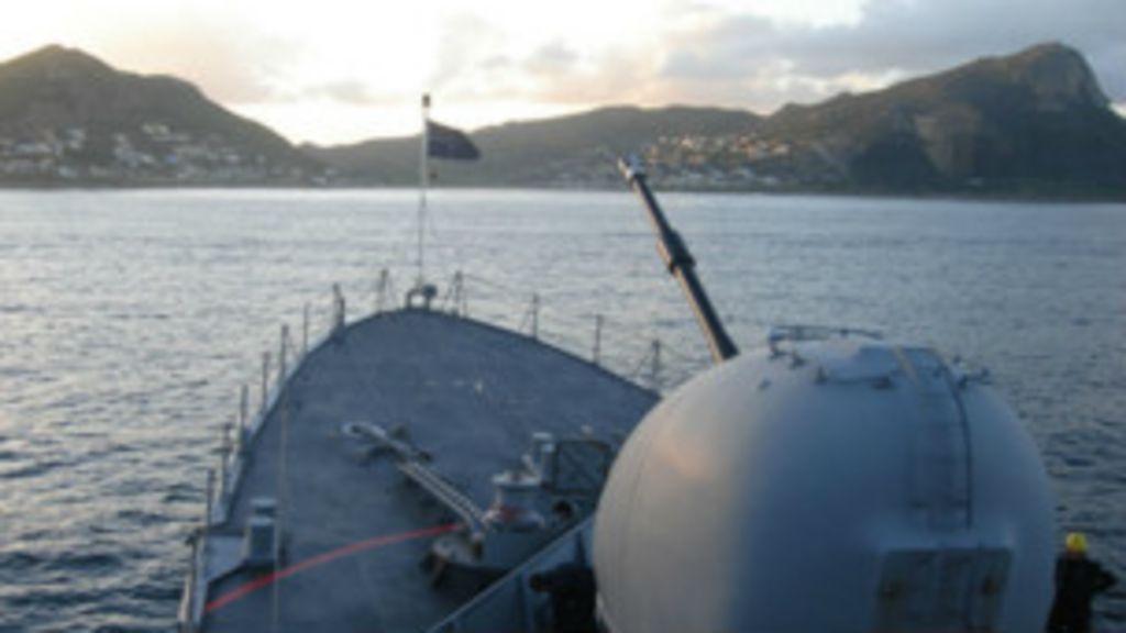 Contra pirataria, Brasil expande ação naval na África - BBC Brasil